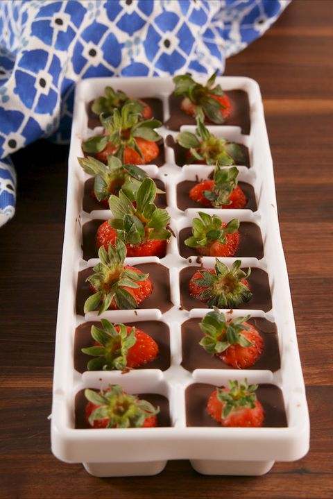 Choklad Covered Strawberry Cubes