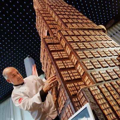 Bakverk Chef Alain Roby created a 20-foot 8-inch replica of Rockefeller Center, the Empire State Building, and the Chrysler Building.