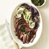 ไฟ grilled steak with salsa verde