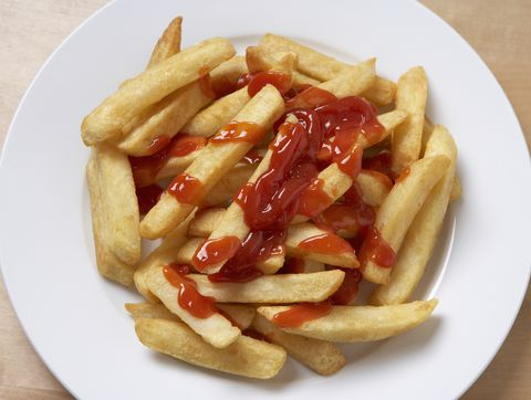 Francoski fries and ketchup, overhead view