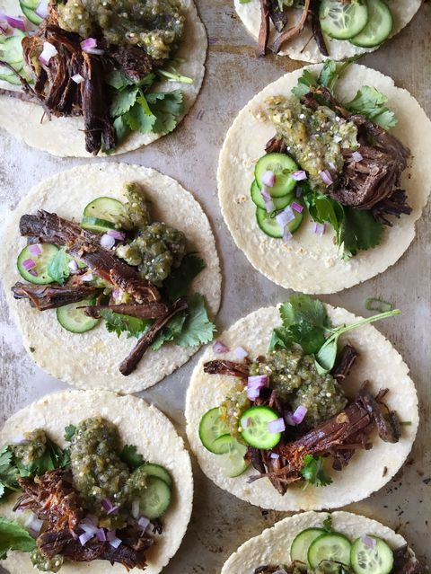Recept for slow-cooker Korean beef tacos.
