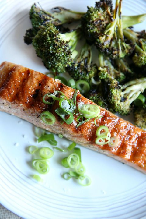 Ginger zasklením Salmon with Charred Broccoli Recipe