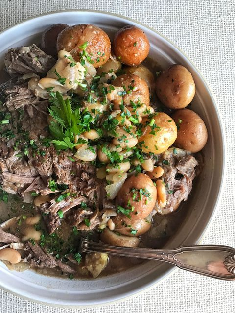 Yavaş pişirici Pot Roast with White Beans and Potatoes Recipe
