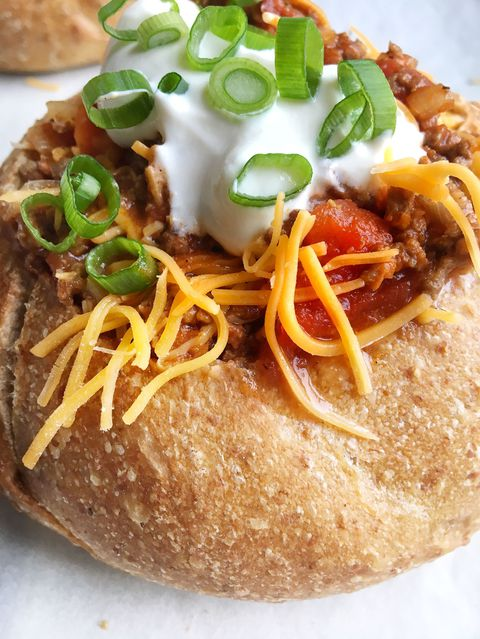 Govedina Chili in a Bread Bowl Vertical